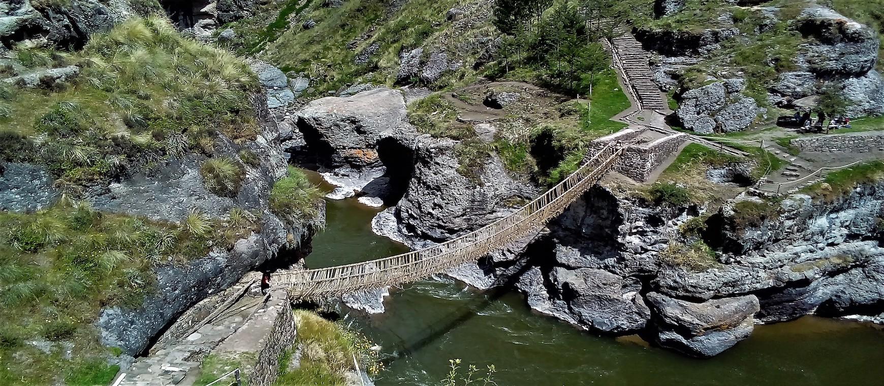 Le pont historique de Qeswachaka et les 4 lagunes